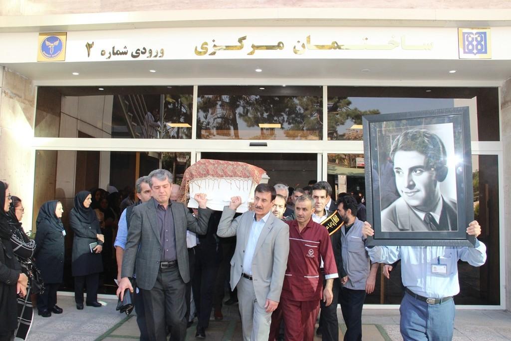 رییس دانشگاه علوم پزشکی تهران در مراسم تشییع دکتر هدایت:به یاد ندارم که ایشان با بیمار، همکار و سرمایه انسانی بلند صحبت کرده باشد