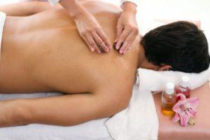 ماساژ درمانی، نمونه ای از خدمات طب سنتی در منزل